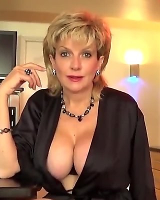 Cheating british mature lady sonia shows off her enormous jugs