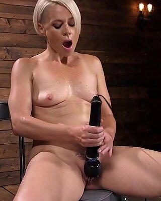 Blonde mature lady gets fucking machine