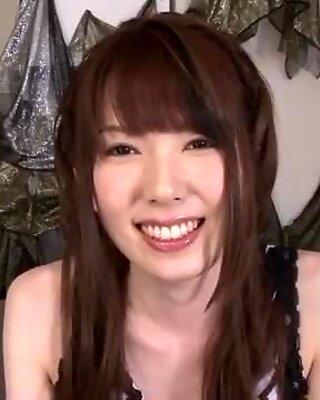Femei cu Sânii Mari? Ramu Nagatsuki strigă în timpul spectacolului degetului dracu '