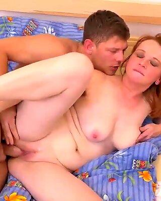 Табу Дом Секс са врућим мамама и Срећним синовима