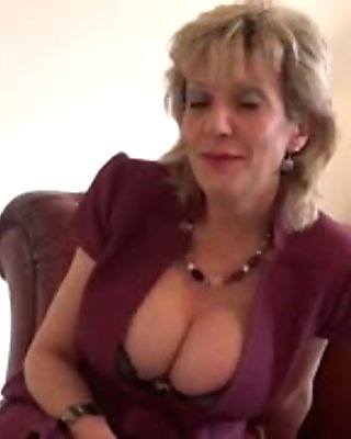 Cheating uk milf lady sonia flaunts her heavy boobs
