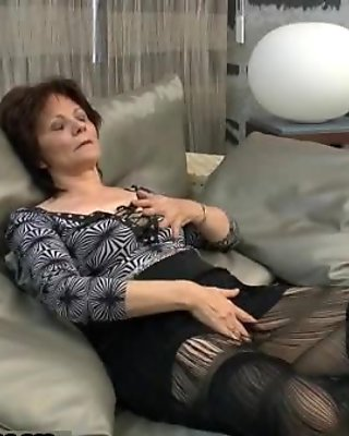 Very horny housewife gets her pussy