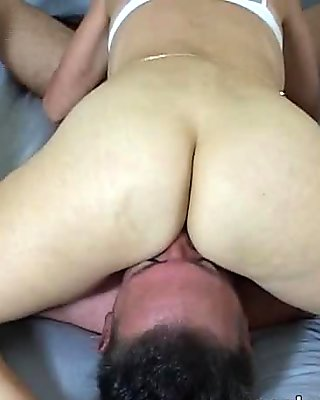 Les lingerie MILF steamy pussylicking session
