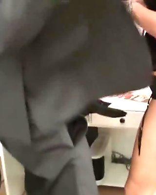 Grande tetta tedesca milf ottenere sesso violento in ufficio dallo chef
