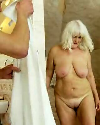 Luscious granny spreads her lips round a hard prick