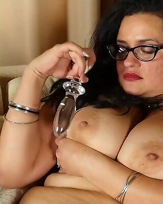 Sexy mature BBW feeding wet hungry vagina