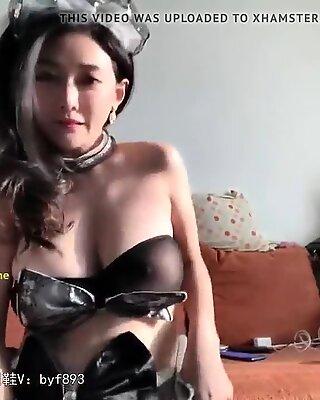 Female servant oscillation