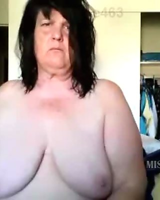 Granny show her phat ass and old pussy on skype