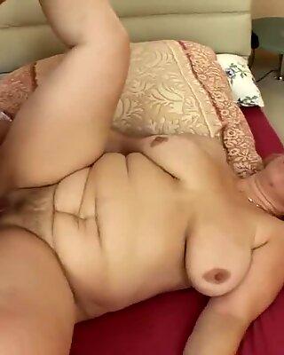 Blondýny Babička se probudí na anudní sex kurva