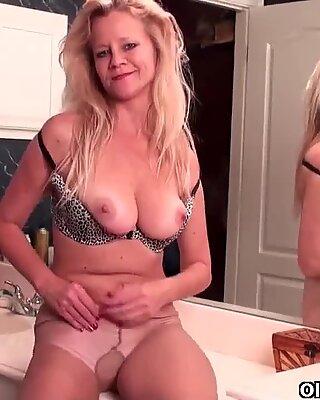 Маторке соццер мама с д-цуп сисама мастурбира у хеланке