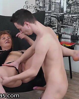 Hot Nonna ottiene Trapanata al mattino
