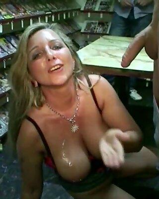 German Milf - Mutter Bi Jenny fickt mit 2 Fremden in der Videothek Deutsch