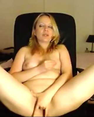 BLONDE MILF WITH BIG TITS BORED ON WEBCAM - ourcams18.com