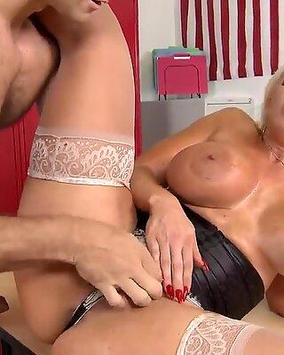 Mature Alura Jenson rides Ramon's big cock