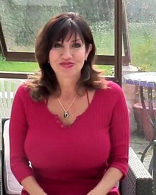 wondrous mature mother with thirsty gash