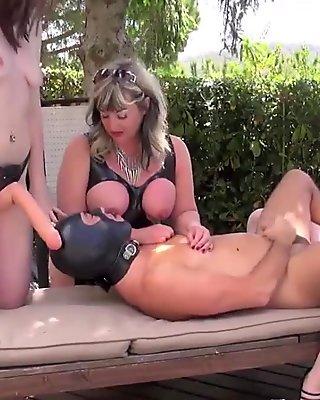 Dominatrix pegging worthless submissive