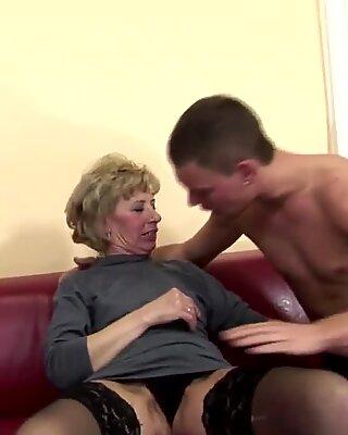 Мајка длакаве маторке од сина добива тврд анални секс