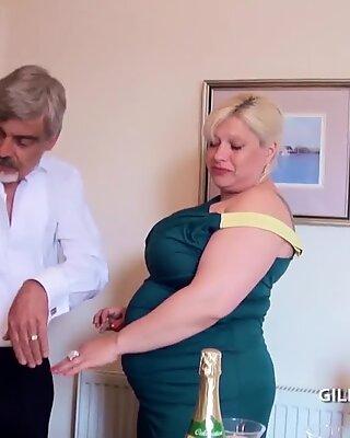 Fisting a stáčení starší silné kundička