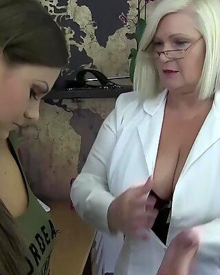 Dr Lacey e Nymphomanec Tina Kay