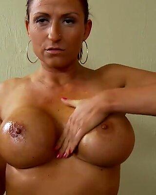 Amatoriale poliamore milf in 1st porno