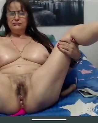 Masturbazione Squirt Pelosa di Nonna Pelosa