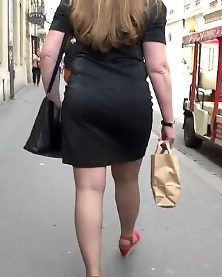 Candid milf in pantyhose
