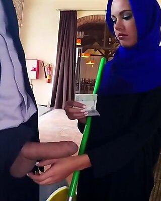 Arab Man White Woman xxx ceva de a ajuta pe cei săraci