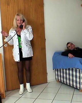 Блондинки Бабуля в Чулки езда на незнакомки Хер