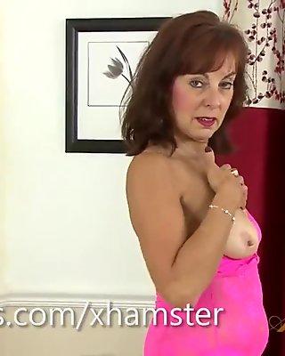 Georgie Vibrates Her Mature Pussy Hard