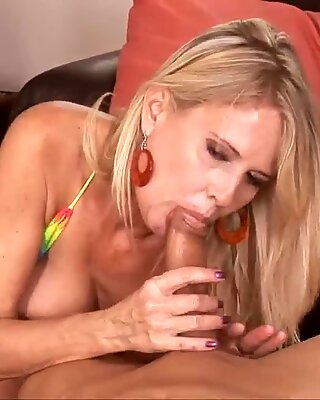 Sexy cougar Bridgett Lee enjoys hgue fat cock in her mouth!