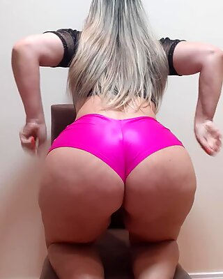 Dance in Pink Shorts for a Fan (skype) q just Wanted to appreciate my Wiggl