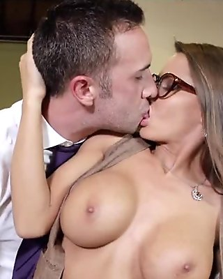 Cock hungry mature babe gives an amazing blowjob