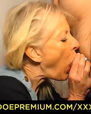 XXX OMAS - BIONDA Tedesco Nonna viene scopata e spruzzata con lo sperma