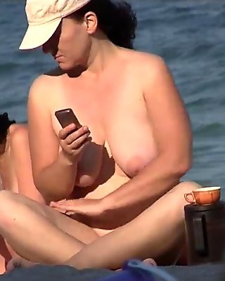 Sexy Nudist Babes Tanning Naked At The Beach - www.camheavens.com