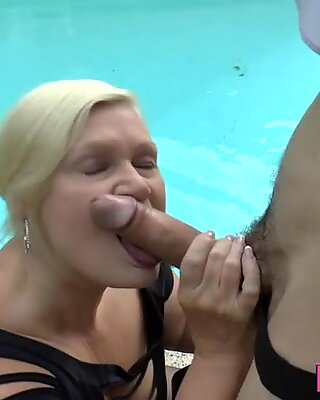 Mature slut gets her old ass fucked