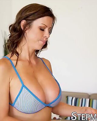 Adorable stepmother Alexis Fawx has her pretty feet licked