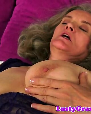 Bigtit mature dickriding in cowgirl