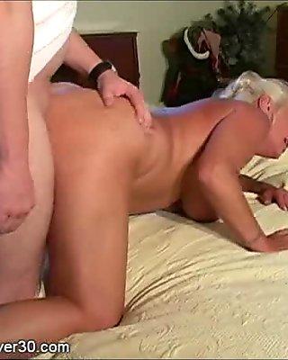 Dana Hayes es una puta nalgona y caliente mamadora de verga